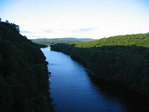 300px-IMG_3758_view_north_from_French_King_Bridge